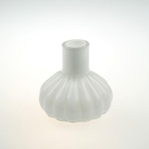 Vaasje van wit glas